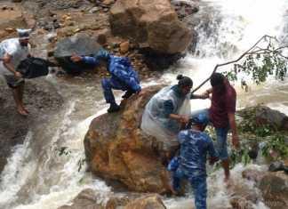 केरल में बाढ़ पीड़ितों को वर्दी में भगवान मिल गये